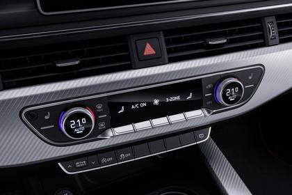 Audi A5 Coupe Innenansicht Detail Klimabedienteil statisch silber