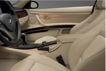 BMW 3er Coupé E92 Innenanischt statisch Studio Vordersitze und Armaturenbrett fahrerseitig