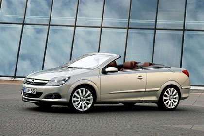 Opel Astra H Aussenansicht Seite schräg statisch gold