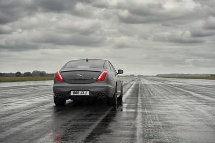 Jaguar XJ R X351 Aussenansicht Heck schräg statisch grau