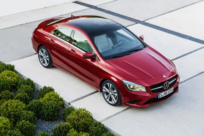 Mercedes CLA C117 Aussenansicht Front schräg erhöht statisch rot