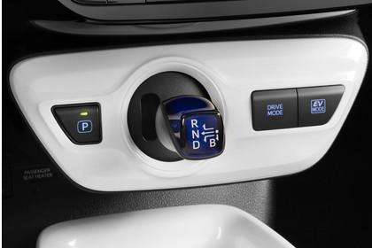 Toyota Prius XW5 Innenansicht statisch Detail Schalthebel