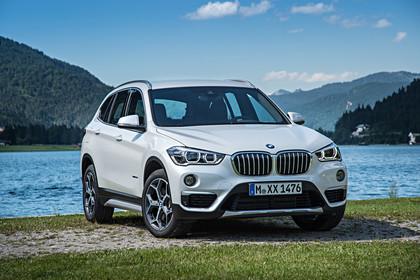 BMW X1 F48 Facelift Aussenansicht Front schräg statisch weiss