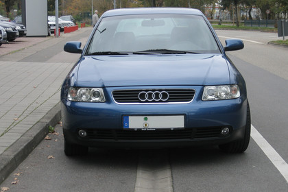 Audi A3 8L Facelift Aussenansicht Front statisch blau