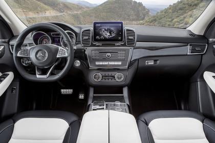 Mercedes-Benz GLE Coupe C292 Innenansicht zentral statisch schwarz weiss