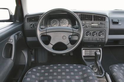 VW Golf 3 Innenansicht Fahrerposition Studio statisch grau