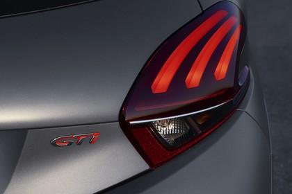 Peugeot 208 GTi A9 Aussenansicht Heck statisch Detail Rückleuchte links und GTi Schriftzug
