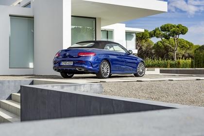 Mercedes-Benz C-Klasse Cabriolet A205 Aussenansicht Heck schräg statisch blau