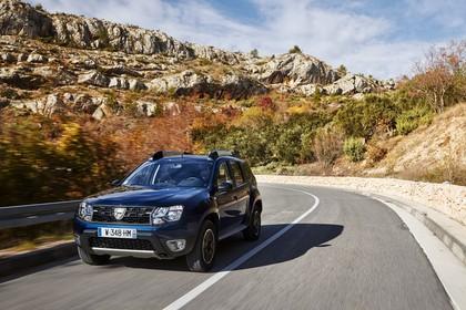 Dacia Duster SD Aussenansicht Front schräg dynamisch dunkelblau