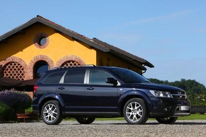 Fiat Freemont JC Aussenansicht Seite schräg statisch dunkelblau