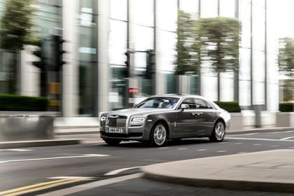 Rolls-Royce Ghost Aussenansicht Front schräg dynamisch grau