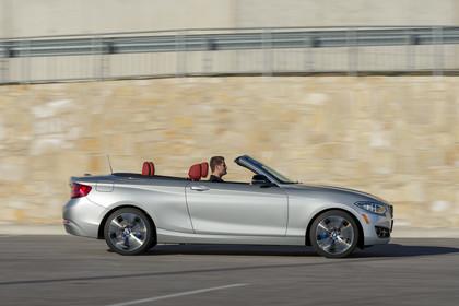 BMW 2er Cabrio F23 Aussenansicht Seite dynamisch silber