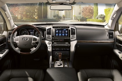 Toyota Land Cruiser V8 J20 Innenansicht statisch Vordersitze und Armaturenbrett