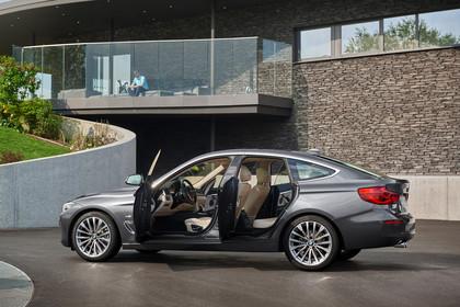 BMW 3er GT F34 Aussenansicht Seite Türen geöffnet statisch grau