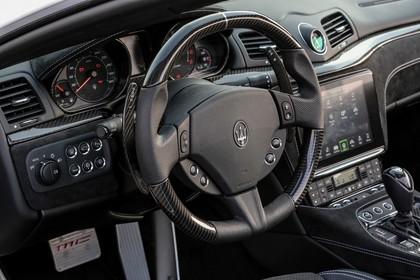Maserati GranCabrio Innenansicht statisch Lenkrad und Armaturenbrett fahrerseitig