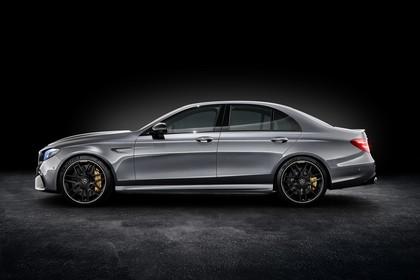 Mercedes-AMG E 63 W213 Aussenansicht Seite Studio statisch schwarz