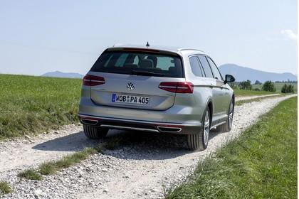 VW Passat B8 Alltrack Aussenansicht Heck statisch silber