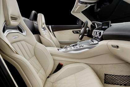 Mercedes-AMG GT Roadster C190 Innenansicht Studio statisch beige