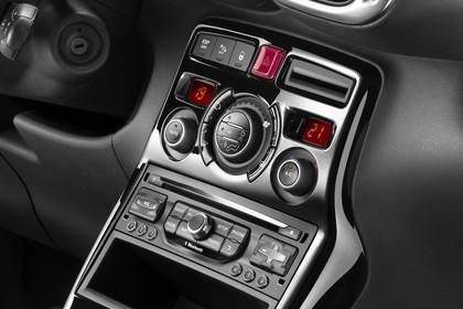 Citroën C3 Picasso SH Innenansicht statisch Studio Detail Mittelkonsole