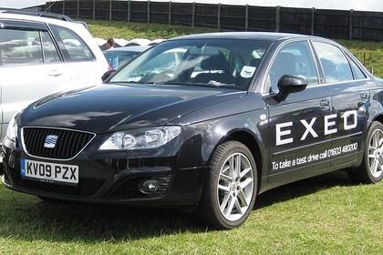 SEAT Exeo Limousine 3R Aussenansicht Front schräg statisch schwarz
