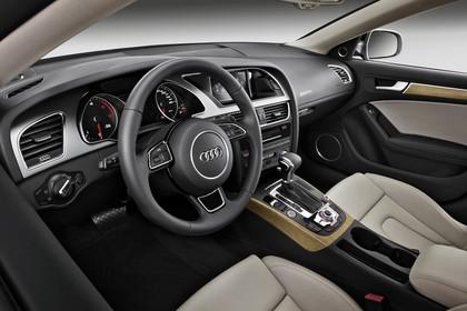 Audi A5 Sportback Innenansicht Fahrerposition Studio statisch beige