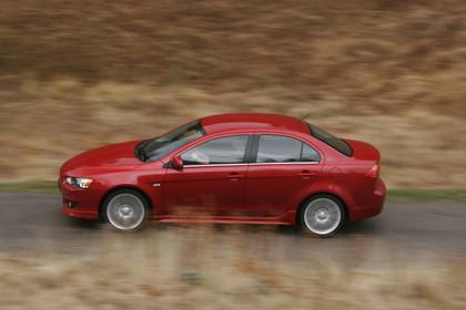 Mitsubishi Lancer CZ0 Aussenansicht Seite dynamisch rot