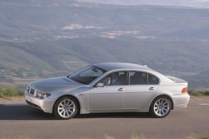 BMW 7er Limousine E65 Aussenansicht Seite statisch grau