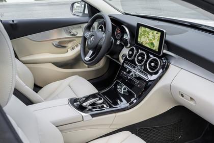 Mercedes C-Klasse W205Innenansicht Beifahrerposition statisch beige
