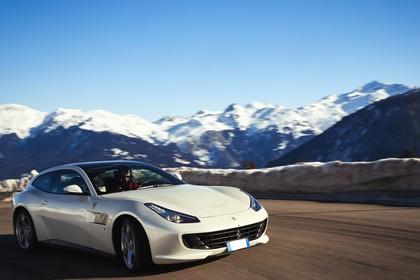 Ferrari GTC4 Lusso Aussenansicht Front schräg dynamisch weiss