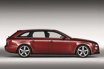Audi A4 B8 Avant Aussenansicht Seite statisch rot