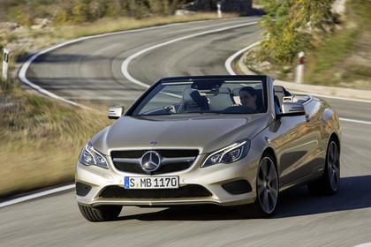 Mercedes-Benz E-Klasse Cabriolet A207 Aussenansicht Front dynamisch silber