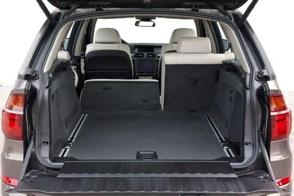 BMW X5 E70 LCI Innenansicht statisch Studio Kofferraum Rücksitze 2/3 umgeklappt