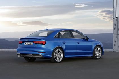 Audi A3 8V Limousine Aussenansicht Heck schräg statisch blau