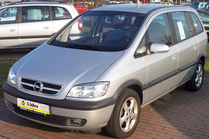 Opel Zafira A Facelift Aussenansicht Front schräg statisch silber
