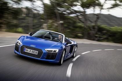 Audi R8 Spyder Aussenansicht Front dynamisch blau