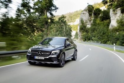 Mercedes-AMG GLC 43 4MATIC Coupé C253 Aussenansicht Front schräg dynamisch schwarz