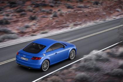 Audi TT 8S Aussenansicht Heck schräg erhöht dynamisch blau