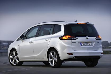 Opel Zafira C Tourer Aussenansicht Heck schräg statisch weiss