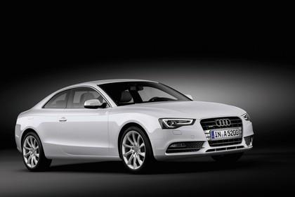 Audi A5 Facelift Coupe Aussenansicht Front schräg Studio statisch weiss