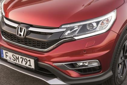 Honda CR-V RE Aussenansicht Front schräg statisch Detail Grill und Scheinwerfer Nebelscheinwerfer links rot