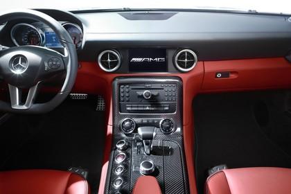 Mercedes-Benz SLS AMG Coupé C197 Innenansicht statisch Vordersitze und Armaturenbrett