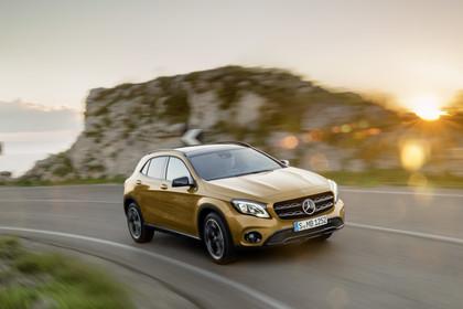 Mercedes-Benz GLA X156 Aussenansicht Front schräg dynamisch gold