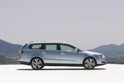 VW Passat Variant B6 Aussenansicht Seite statisch blau
