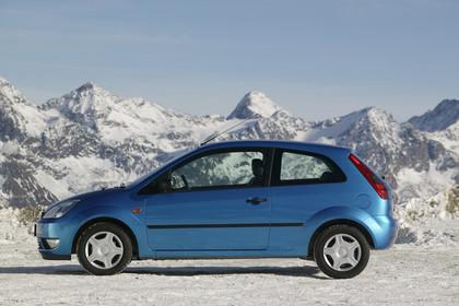 Ford Fiesta MK6 Aussenansicht Seite statisch  blau