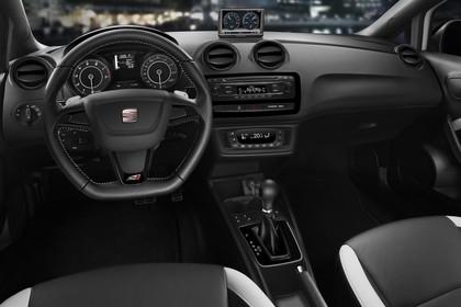 SEAT Ibiza Cupra 6P Innenansicht Vordersitze und Armaturenbrett fahrerseitig