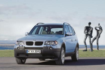 BMW X3 E83 Aussenansicht Front schräg statisch blau