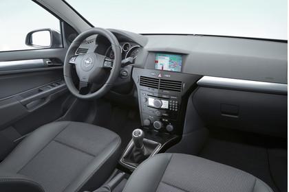 Opel Astra H Limousine Facelift Innenansicht Beifahrerposition Studio statisch schwarz