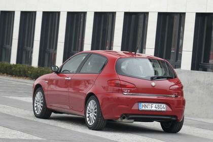 Alfa Romeo 147 Fünftürer 937 Aussenansicht Heck schräg statisch rot