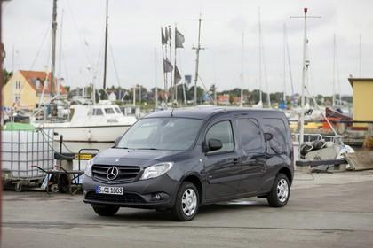 Mercedes-Benz Citan Kastenwagen W415 Aussenansicht Front schräg statisch schwarz