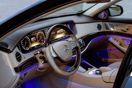 Mercedes-Benz S-Klasse W222 Innenansicht statisch Lenkrad und Armaturenbrett fahrerseitig